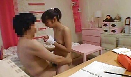 Mujer embarazada acariciando su primer anal español vagina con juguete