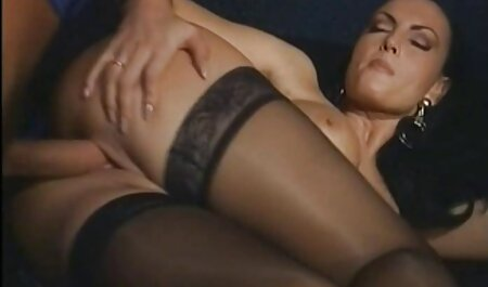 Joven sexo anal hablado en español belleza masturbándose usando diferentes juguetes