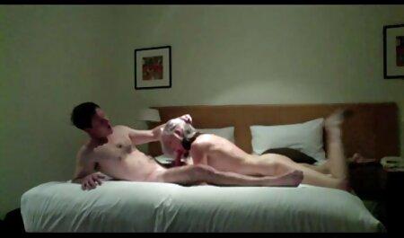 Esposa pelirroja le da una mamada a su esposo lleno de sexo anal en idioma español lujuria en el baño