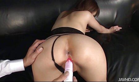 Algunos de los hombres se turnan para follar con una chica anal amateur español Asiática, terminando su cabello