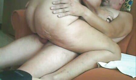 Morena gimiendo con grandes tetas dando culo a anal en español amante