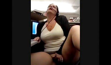 Kylie chupando falo a sexoanalenespañol través del agujero en la Pared