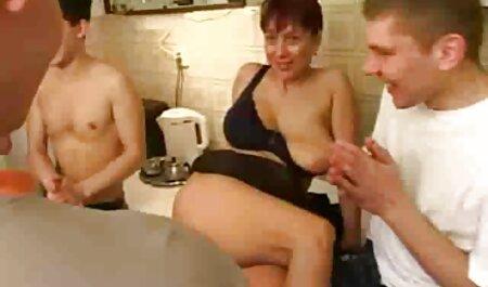 Sensual Kelly teniendo españolas xxx anal sexo con un activo hombre negro
