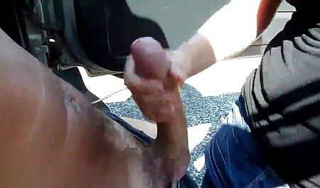 La sonrisa de Nikki le da una mamada en el anal en español gratis banco del parque por dinero
