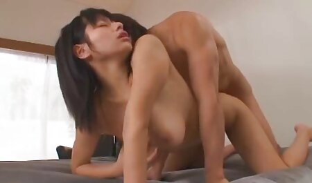 La rubia hábilmente videos de sexo anal en español gratis chupa falo