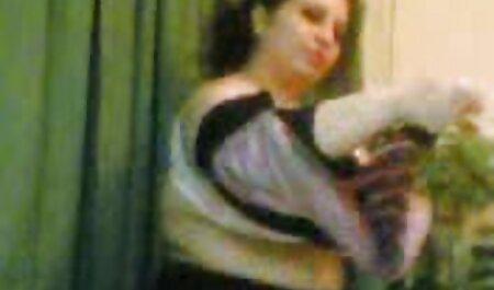 La señora Cool en medias sexo anal subtitulado en español en cuclillas en la parte superior de la gran erección
