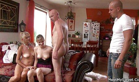 MILF con grandes tetas muestra cómo montar un anal casting español pene