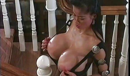 La enfermera inserta apasionadamente el expansor en la vagina del españolas anal xxx paciente
