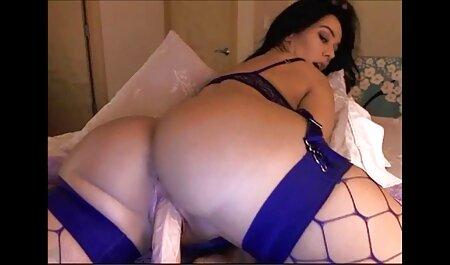 Slim mi primer anal en español Cutie desnudándose delante de la cámara