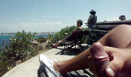 Rosa chica en un conductor posa en pornoanalenespañol la playa