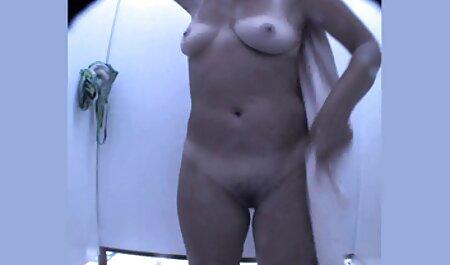 Pelirroja alemana se desnuda sexo analespañol y camina por las calles de la ciudad