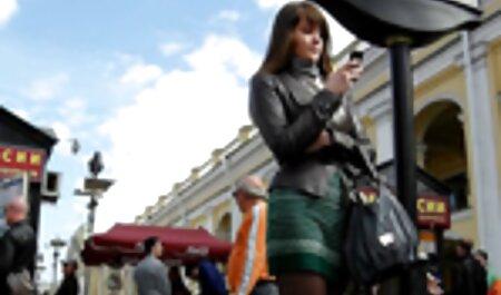 Linda Asiática hace masaje erótico con jabón anales a españolas para el cliente