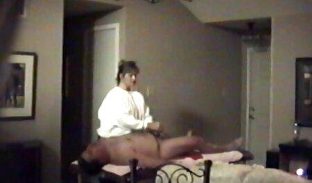 Muscular chica con buenas tetas primer anal español acariciando el pene del hombre