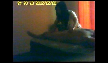 Dolor amante casting anal en castellano con su coño y culo sentado en un clavo