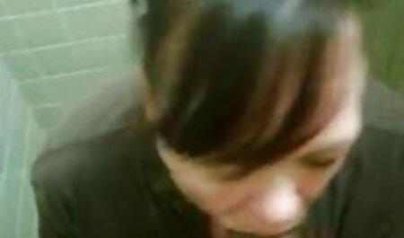 Mamá ayuda a las hijas a toser con hahala sexo anal hablado en español