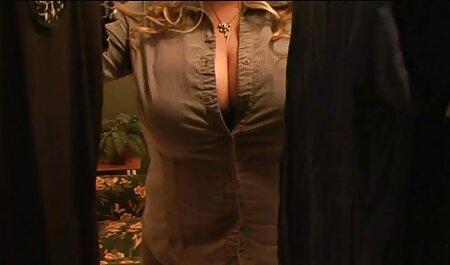 Alegre Julia teniendo sexo con su primer anal español dos hombres a la vez