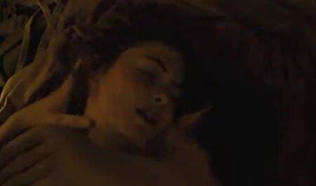 La mano enguantada de la niña masturbó a los campesinos y proporcionó dos agujeros casero anal español al mismo tiempo