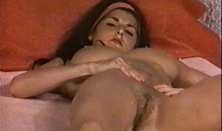 Joven rubia posando en un yate en españolas en anal el mar