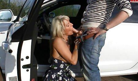 Una anal amateur en español mujer en corsé y medias domina el cuerpo de un hombre