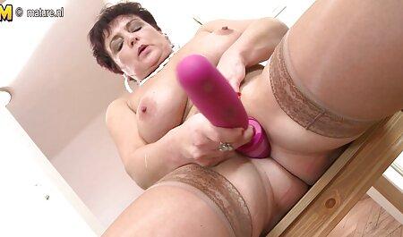 Nicole Extraño muestra anal en castellano las axilas peludas