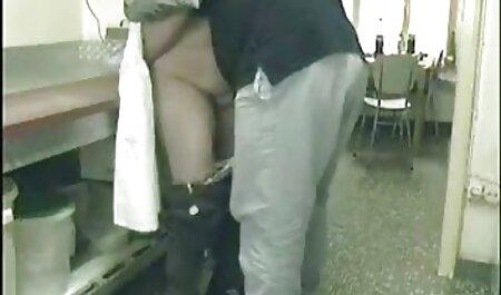 Marido teniendo sexo anal doloroso español con su encantadora esposa