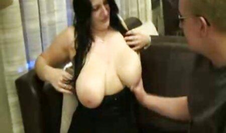 Encantador Chloe anal subtitulado español disfrutando de una bañera en la ducha