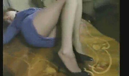 Masturbación esbelta primer anal en español belleza en las escaleras