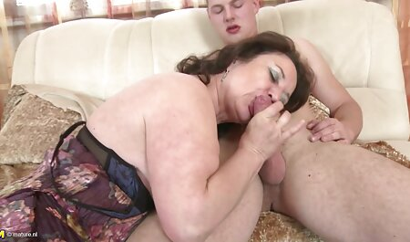 Un hombre calvo besando a una joven vaca y follándola anal viejas españolas correctamente